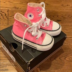 Baby pink converse all star high tops! 💕💕